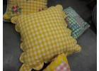Klassieke kussensloop gele blokjes schaakmotief patchwork